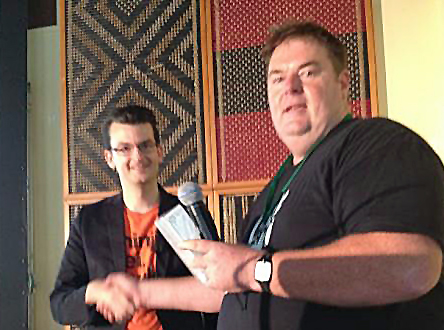 Glenn Williams gets Community Service award from Wordcampnz